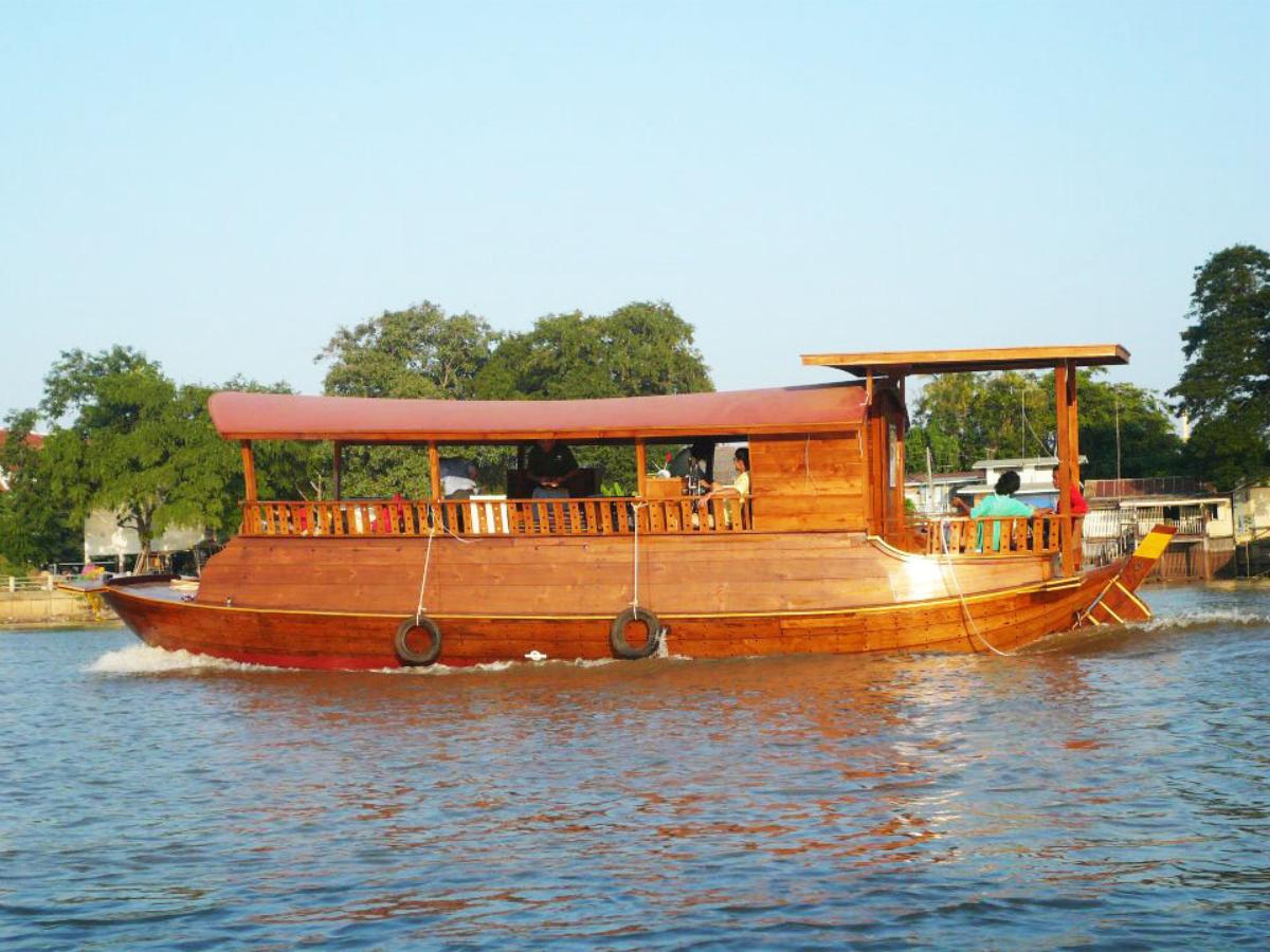 A luxury cruise & by bycling tour historical ayutthaya. (full day)